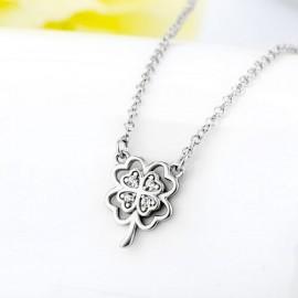 Stříbrný náhrdelník s květinami