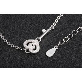 Stříbrný náramek klíček