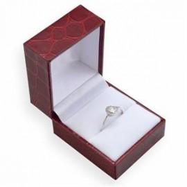 Červená koženková krabička na prsten