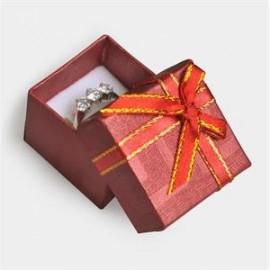 Červená dárková krabička na prsten s mašlí