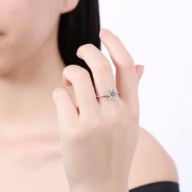 Stříbrný prstýnek kytička