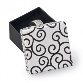 Dárková krabička na prsten bílá s ornamenty