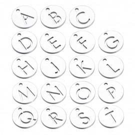 Drobný kulatý ocelový přívěšek - iniciála