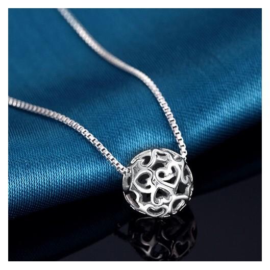 Stříbrný náhrdelník s kuličkou