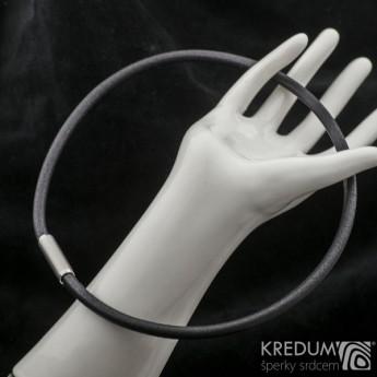 Černý kožený náhrdelník, ocelový korálek jemně broušený, tl. 5 mm, délka 45 cm