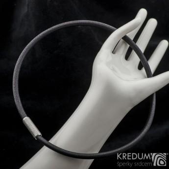 Černý kožený náhrdelník, ocelový korálek hrubě broušený, tl. 5 mm, délka 45 cm