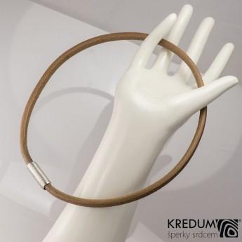 Hnědý kožený náhrdelník, ocelový korálek hrubě broušený, tl. 5 mm, délka 45 cm