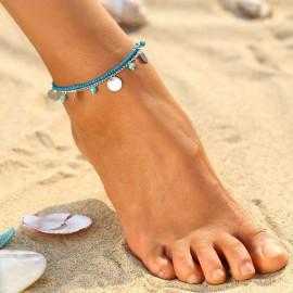 Řetízek na nohu s tyrkysovými korálky a akulatými přívěšky