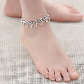 Stříbřený řetízek na nohu s ozdobičkami